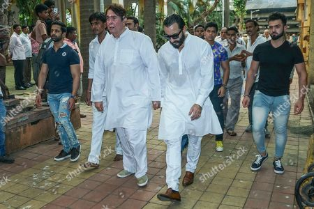Bollywood actor and son Randhir Kapoor with actor Saif Ali Khan during Krishna Raj Kapoor funeral at Chembur
