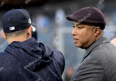 Former New York Yankees player Bernie Williams talks with Yankees players during batting practice before the American League wildcard playoff baseball game against the Oakland Athletics, in new York