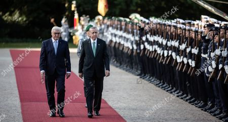 Federal President Frank-Walter Steinmeier, Turkish President Recep Tayyip Erdogan and his wife Emine Gulbaran with military honours in the garden of Bellevue Castle in Berlin