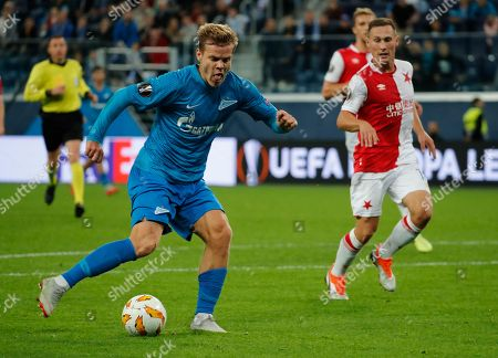 Aleksandr Kokorin (L) of FC Zenit scores during the UEFA Europa League Group C soccer match between FC Zenit St. Petersburg and SK Slavia Prague in St. Petersburg, Russia, 04 October 2018.