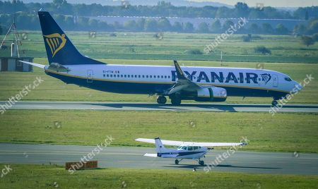 An image taken through the window of the visitor's terrace showing a plane of Irish low cost airline Ryaniar arrives at the Hans Koschnick Airport in Bremen, northern Germany, 05 October 2018. Media reports on 01 October 2018 state that Ryanair plans to close its bases in Bremen, Germany, with two planes and in Eindhoven, The Netherlands, with four planes, at the beginning of the winter season 2018/19 on 05 November 2018.