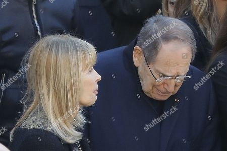 Stock Image of Robert Hossein reacted, sadness next to Candice Patou (wife of Robert Hossein), Mireille Mathieu and sister Catherine, Enrico Macias