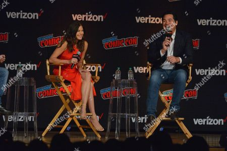 Stock Photo of Teri Hatcher and Dean Cain