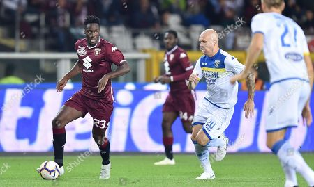 Torino's Soualiho Meite (L) and Frosinone's Emil Hallfredsson in action during the Italian Serie A soccer match between Torino FC and Frosinone Calcio at the Olimpico Grande Torino stadium in Turin, Italy, 05 October 2018.