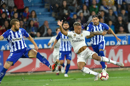 Mariano Diaz, Guillermo Maripan. Real Madrid's Mariano Diaz, rightduels for the ball with Deportivo Alaves' Guillermo Maripan during the Spanish La Liga soccer match between Real Madrid and Deportivo Alaves at Mendizorroza stadium, in Vitoria, northern Spain