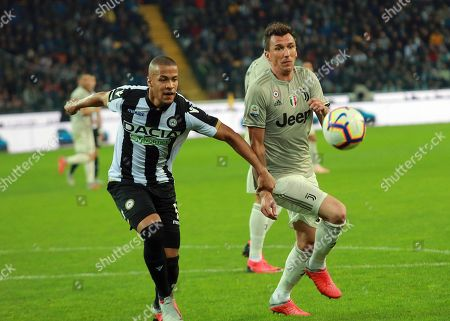 Udinese's William Troost-Ekong (L) and Juventus' Mario Mandzukic in action during the Italian Serie A soccer match between Udinese Calcio and Juventus FC at the Friuli-Dacia Arena stadium in Udine, Italy, 06 October 2018.