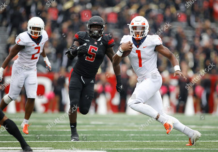 Illinois quarterback AJ Bush Jr. runs with the ball as Rutgers linebacker Trevor Morris (5) gives chase during the second half of an NCAA college football game, in Piscataway, N.J. Illinois won 38-17