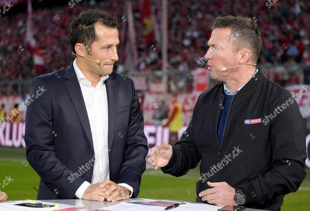 06.10.2018, Football 1. Bundesliga 2018/2019, 7.  match day,  FC Bayern Muenchen - Borussia Moenchengladbach, in Allianz-Arena Muenchen. v.li: sportdirector  Hasan Salihamidzic (Bayern Muenchen) and Lothar Matthaeus  SKY-Sport IntervieWorld Championshipsatchfeldrand.