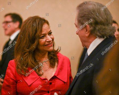 Debbie Allen and Robert De Niro