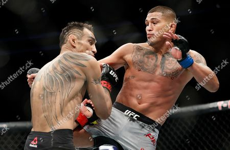 Tony Ferguson, left, fights Anthony Pettis during a lightweight mixed martial arts bout at UFC 229 in Las Vegas