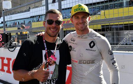 07.10.2018, Suzuka International Racing Course, Suzuka, Formula 1 2018 Honda Japanese Grand Prix   ,  Lukas Podolski begruesst Nico Huelkenberg (GER#27), Renault Sport F1 Team
