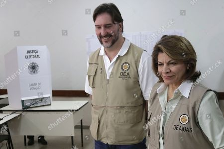 Laura Chinchilla, Gerardo de Icaza. Head of the OAS Electoral Observation Mission and Former President of Costa Rica, Laura Chinchilla, accompanied by the observer Gerardo de Icaza, visit a polling station in Brasilia, Brazil, . In addition to voting for president, Brazilians are also deciding congressional races and electing state governors
