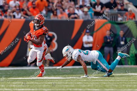 th, Cincinnati Bengals running back Joe Mixon (28) rushed the ball and evade a tackle from Miami Dolphins cornerback Torry McTyer (24) in a game between the Miami Dolphins and the Cincinnati Bengals at Paul Brown Stadium in Cincinnati, OH. The Bengals won 27-17