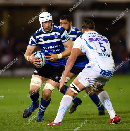 Dave Attwood of Bath Rugby faces off against Sam Skinner of Exeter Chiefs