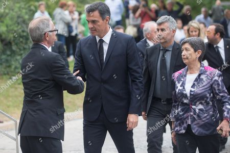 Spanish Prime Minister, Pedro Sanchez (2L), greets Spanish Minister of Culture, Jose Guirao (L), as he arrives to the funeral of late Spanish soprano Monserrat Caballe in Barcelona, Spain, 08 October 2018. Monserrat Caballe died early 06 October 2018.