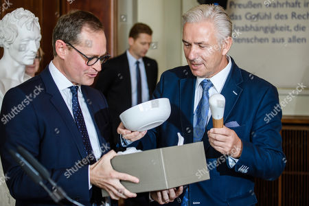 Former Berlin Governing Mayor Klaus Wowereit (R) receives cooking equipment as a present from Berlin Governing Mayor Michael Mueller (L), during a lunch on the occasion of his 65th birthday at the Berlin town hall 'Rotes Rathaus' in Berlin, Germany, 08 October 2018. Wowereit turned 65 on 01 October 2018. Berlin Governing Mayor Michael Mueller arranged a lunch on this occasion.