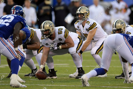 New Orleans Saints quarterback Drew Brees (9) prepares to take the snap from center Max Unger (60) during the second half of an NFL football game against the New York Giants, in East Rutherford, N.J