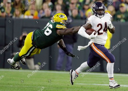 Chicago Bears' Jordan Howard, right, runs past Green Bay Packers' Mike Daniels during the second half of an NFL football game in Green Bay, Wis. Chicago Bears coach Matt Nagy insisted Howard remains a big part of Chicago's offense and the star running back was adamant he was not frustrated despite a limited role in the team's most recent victory