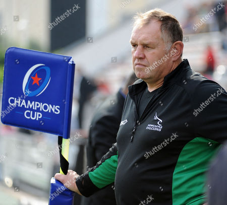 Dean Richards - Newcastle Falcons Director of Rugby leans on a flag pole as he watches the match. RC Toulon v Newcastle Falcons, Heineken, European Cup, Stade Felix-Mayol, Toulon, France, Sunday 14th October 2018. ***Please credit: ©Fotosport/David Gibson***