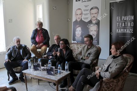 Spanish actress and director Silvia Munt (3-R) attends a press conference with Spanish actors Gonzalo de Castro (3-L), Tristan Ulloa (2-R), Eduardo Blanco (L) and Elisabet Gerlabert (R), to present the new play 'El precio' ('The Price'), by US writer Arthur Miller, in Madrid, Spain, 09 October 2018. 'El precio', a play constructed around melancholy and regret, will be open to public from 16 October 2018 to 06 January 2019.