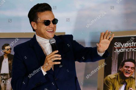 "Colombian singer Silvestre Dangond waves to his fans during a press conference in Bogota, Colombia, . The star of vallenato received five diamond selling records on Tuesday, for ""Esto es vida"", ""Sigo invicto"", ""No me compares con nadie"", ""El original"" and ""Gente Valiente"