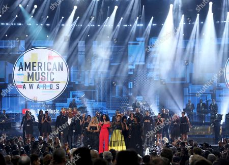 Tracee Ellis Ross, Donnie McClurkin, Ledisi, Erica Campbell, Tina Campbell, Gladys Knight, CeCe Winans. Tracee Ellis Ross, center, speaks at the conclusion of the American Music Awards following a tribute to the late singer Aretha Franklin by, from left, Donnie McClurkin, Ledisi, Erica Campbell and Tina Campbell of Mary Mary, Gladys Knight and CeCe Winans, at the Microsoft Theater in Los Angeles