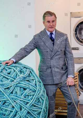 Jeremy Hackett launches Wool Week 2018 by unveilling Wool Care Installation in the heart of Covent Garden Piazza.