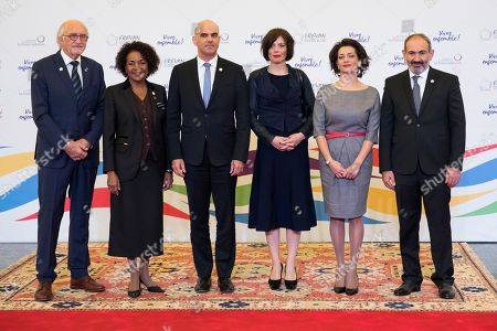 Swiss Federal President Alain Berset (C-R) and his wife Muriel Zeender Berset (C-R) pose with Armenian Prime Minister Nikol Pachinian (R) and his wife Anna Hakobyan (2-R) and Michaelle Jean (2-L), Secretary General of the International Organization of la Francophonie and her husband Jean-Daniel Lafond (L) during the official reception at the Francophonie Summit 2018 in Yerevan, Armenia, 11 October 2018.