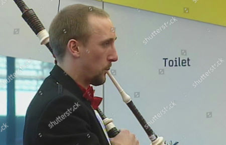 Freddie aka halfwit playing the bagpipes