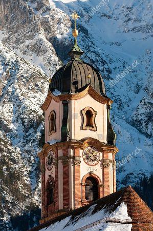 Parish Church St. Peter and Paul, Winter, Mittenwald, Werdenfelser Land, Upper Bavaria, Bavaria, Germany