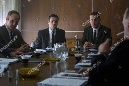 Ethan Embry as Pete Conrad, Christopher Abbott as Dave Scott, Ryan Gosling as Neil Armstrong