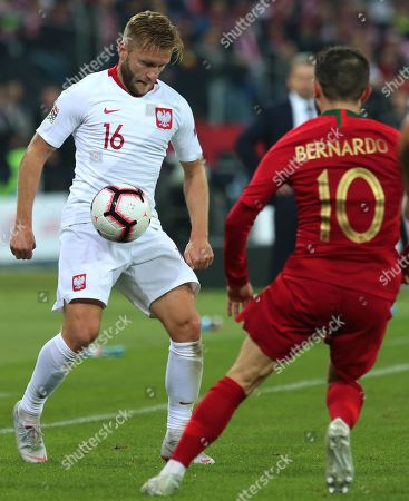Poland's Jakub Blaszczykowski (L) and Portugal's Bernardo Silva (R) in action during the UEFA Nations League soccer match between Poland and Portugal, in Chorzow, Poland, 11 October 2018.