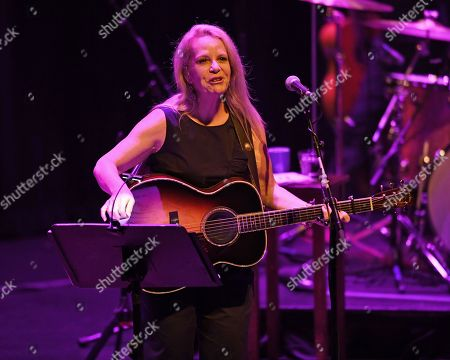 Stock Picture of Mary Chapin Carpenter