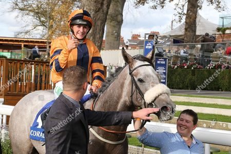 MAJOR JUMBO (4) ridden by Josephine Gordon and trained by Kevin Ryan enter the Winners Enclosure and jockey Josephine Gordon gives the thumbs up and celebrates after winning The Coral Sprint Trophy over 6f (£100,000)   during the October Finale meeting at York Racecourse, York. Pic Mick Atkins