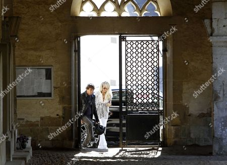 Laeticia Hallyday visits the Montfort l'Amaury cemetery and the tomb of Charles Aznavour