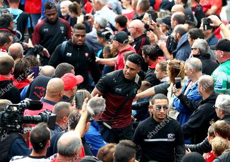 RC Toulon vs Newcastle Falcons. Toulon's Julian Savea arrives
