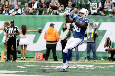 Indianapolis Colts tight end Erik Swoope makes a touchdown catch on a pass from quarterback Andrew Luck during the second half of an NFL football game against the New York Jets, in East Rutherford, N.J