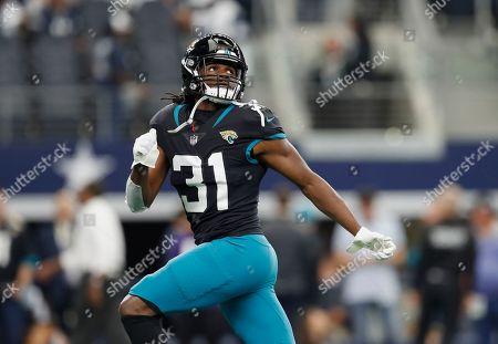 Jacksonville Jaguars running back Jamaal Charles (31) warms up before an NFL football game against the Dallas Cowboys in Arlington, Texas