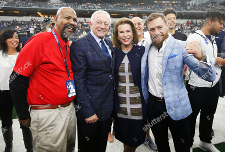 L to R) X-ray Technician Theodore Wells, Dallas Cowboys owner Jerry Jones, Susan G. Komen for the Cure Founder Nancy Brinker and UFC fighter Conor McGregor pose for photos before an NFL football game against the Jacksonville Jaguars in Arlington, Texas