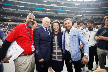 Stock Photo of L to R) X-ray Technician Theodore Wells, Dallas Cowboys owner Jerry Jones, Susan G. Komen for the Cure Founder Nancy Brinker and UFC fighter Conor McGregor pose for photos before an NFL football game against the Jacksonville Jaguars in Arlington, Texas