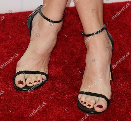 Danielle Panabaker, shoe detail