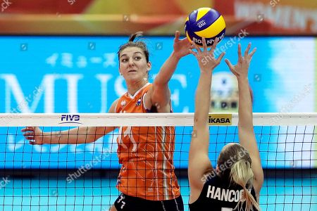 Anne Buijs (L) of the Netherlands in action against Micha Hancock (R) of the USA during the FIVB Women's World Championship third round Pool H match between the Netherlands and the USA in Nagoya, central Japan, 15 October 2018.