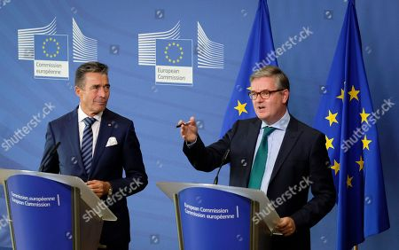 Co-Chair of the Transatlantic Commission on Election Integrity and former Secretary-General of NATO Danish Anders Fogh Rasmussen (L) and European Commissioner for Security Union, British Julian King give a press briefing during an international conference on Election Interference in the Digital Age - Building Resilience to Cyber-Enable Threats  in Brussels, Belgium, 15 October 2018.
