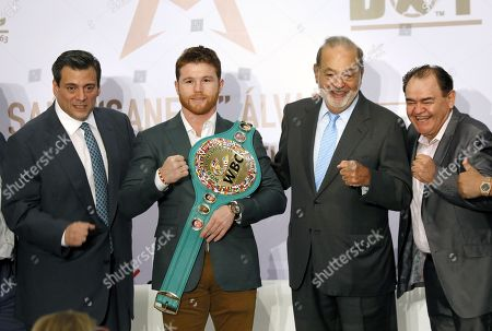 Mexican boxer Saul 'Canelo' Alvarez (C), WBC middle weight champion, poses with his coach Jose 'Chepo' Reynoso (R), Mexican businessman Carlos Slim (2R) and President of the World Boxing Council (WBC) Mauricio Sulaiman (L) during a press conference, in Mexico City, Mexico, 15 October 2018.