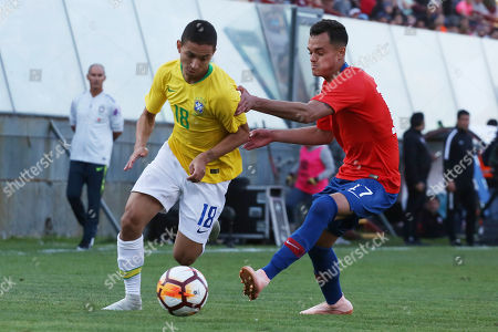 Mauro Junior (L) of Brazil vies for the ball against Vicente Fernandez (R) of Chile during the group A friendly match of the U-20 South American Championship, at the Santa Laura Stadium in Santiago, Chile, 15 October 2018.