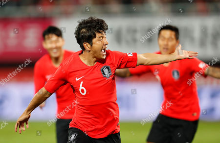 Park Joo-ho (C) of South Korea celebrates after scoring the opening goal during the International Friendly soccer match between South Korea and Panama at Cheonan Sports Complex in Cheonan, South Korea, 16 October 2018.