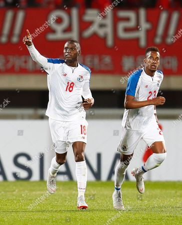 Abdiel Arroyo (L) of Panama celebrates after scoring his team's first goal during the International Friendly soccer match between South Korea and Panama at Cheonan Sports Complex in Cheonan, South Korea, 16 October 2018.