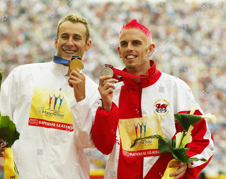 17th Commonwealth Games Manchester 2002.england's 400m Hurdler Chris Rawlinson Celebrating Having Won The Gold Medal. With Him Is Matthew Elias (r) Of Wales Who Won The Silver.