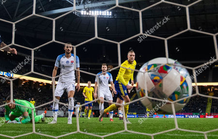 Swedens John Guidetti (R) scores the opening goal as Slovakia's goalkeeper Martin Dubravka (L), Erik Sabo (2-L) and Milan Skriniar look on  during the International friendly soccer match between Sweden and Slovakia at Frimds Arena in Stockholm, Sweden, 16 October 2018.