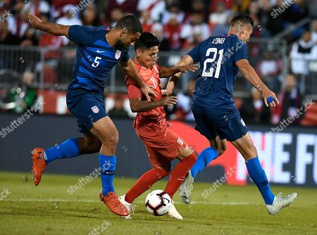 United States' Cameron Carter-Vickers (5), and United States' Aaron Long (21), rpressure Peru's Raul Ruidiaz (11) during the first half of an international friendly soccer match in East Hartford, Conn